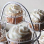 一度は食べてみたい!カラフルなカップケーキの作り方♡