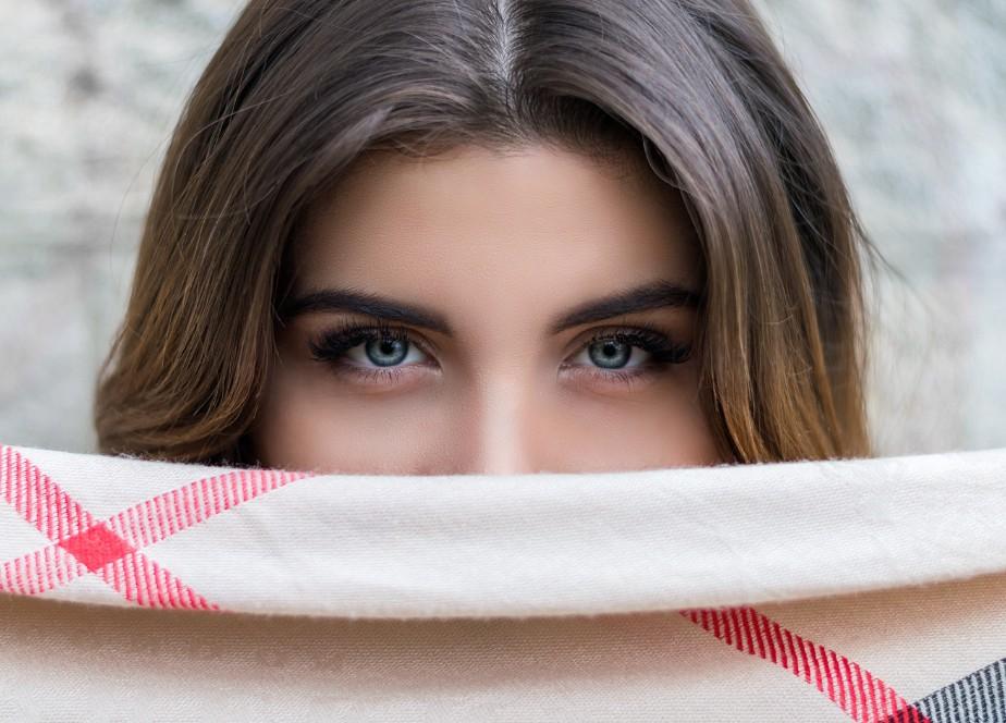 生理前後で目が腫れる?7つの原因と治す方法 アイキャッチ画像