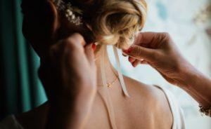 【ルーズヘア】たったの3分で簡単ゆるふわヘアスタイルに挑戦♡流行を取り入れて女子力UP◎ アイキャッチ画像