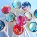 惑星がモチーフのキャンディー「Planet Lollipops」が日本上陸!可愛すぎると女の子達の間で話題に♡ アイキャッチ画像