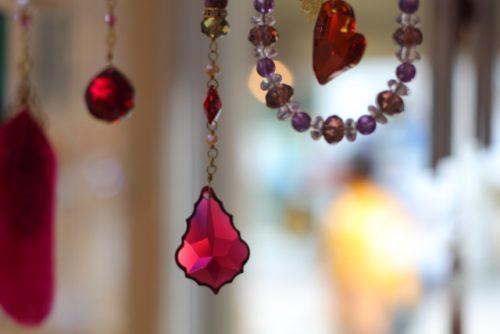 魅惑の輝き「サンキャッチャー」で癒されよう♡虹色の光を放つおすすめ3選!