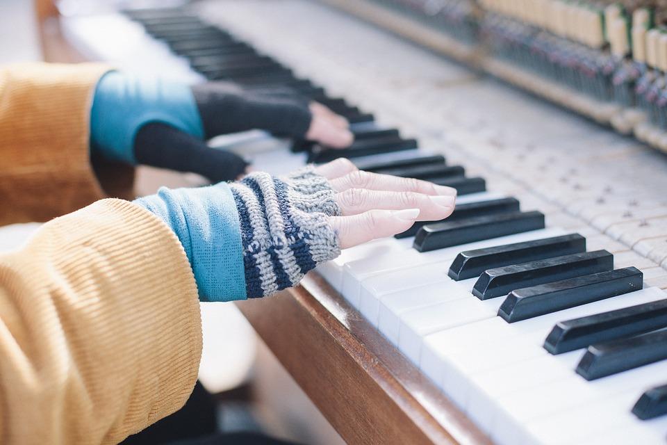 今からでも遅くない!大人になってからでも挑戦できるカッコイイ楽器おすすめ4選!