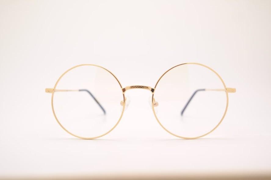おしゃれメガネ、みんなどこで買っているの?コーデに合わせやすいおすすめブランドを紹介 アイキャッチ画像