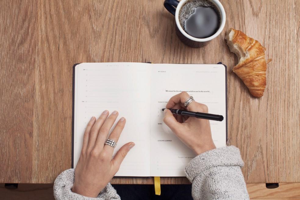 日記のメリット4選!人生を変える書き方の参考に。プラス思考に導く日記帳も紹介。 アイキャッチ画像