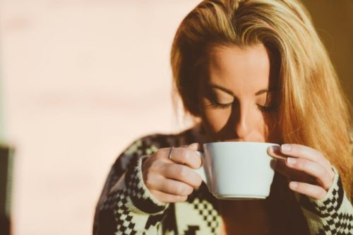 スタバのエスプレッソのカロリーが知りたい!コーヒーとどっちが高いの?