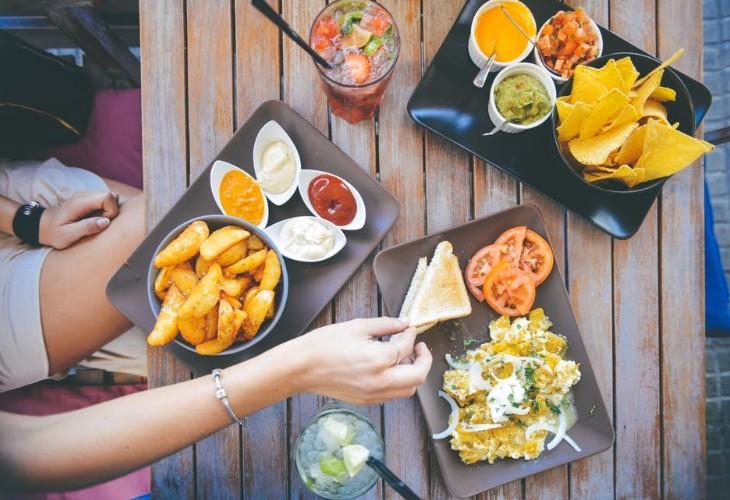 女子会ランチにおすすめの安くておしゃれなレストラン6選 アイキャッチ画像