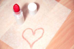 甘い恋が叶う♡素敵女子のためのおすすめ「恋コスメ」5選 アイキャッチ画像