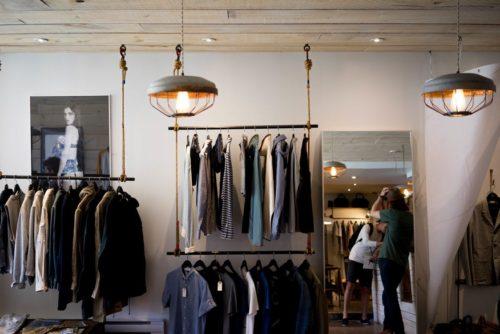 本当に必要な服の数はどのくらい?ミニマリストを参考にワードローブを考えよう