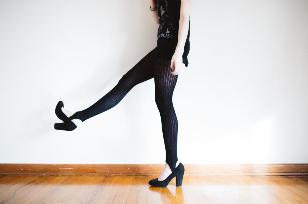 黒タイツのコーディネート特集!足をすっきり魅せる万能着こなし術を紹介 アイキャッチ画像