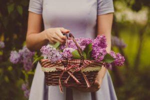 春を呼び込む花柄トレンドコーデ♡オシャレに着こなそう アイキャッチ画像