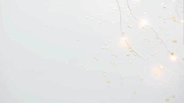 光るライトと星