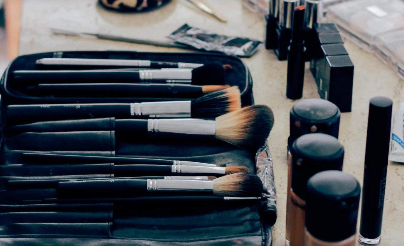 皮膚科採用のミネラルファンデーションETVOS(エトヴォス)。ストレスフリーで艶美肌を手に入れよう☆