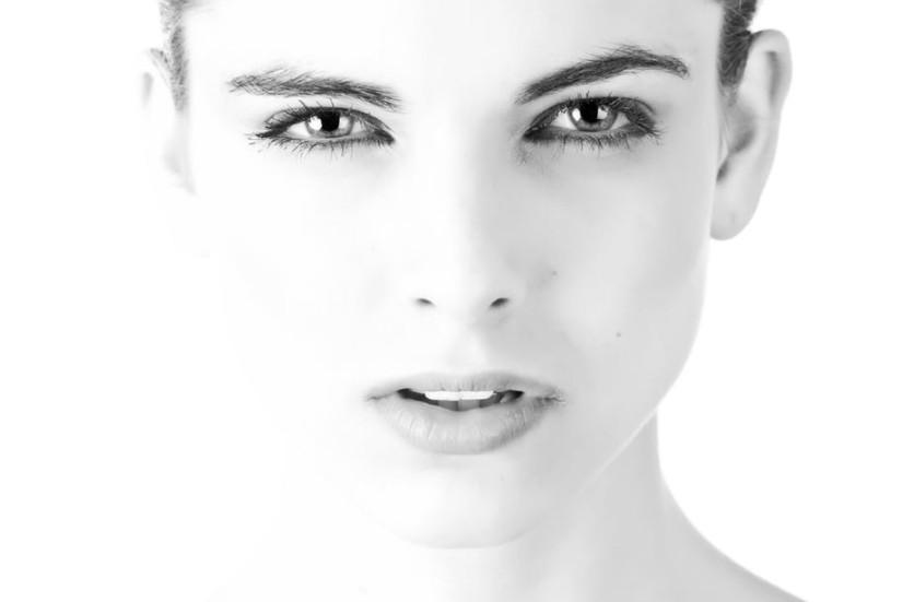 30代におすすめの美白スキンケア3選!シミに効果的な化粧水や美容液・サプリを紹介 アイキャッチ画像