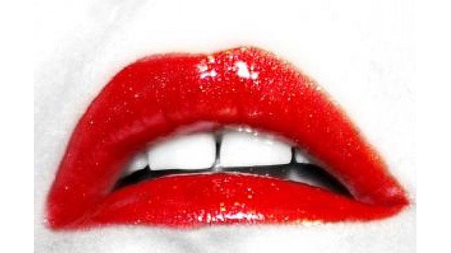 真っ赤な唇