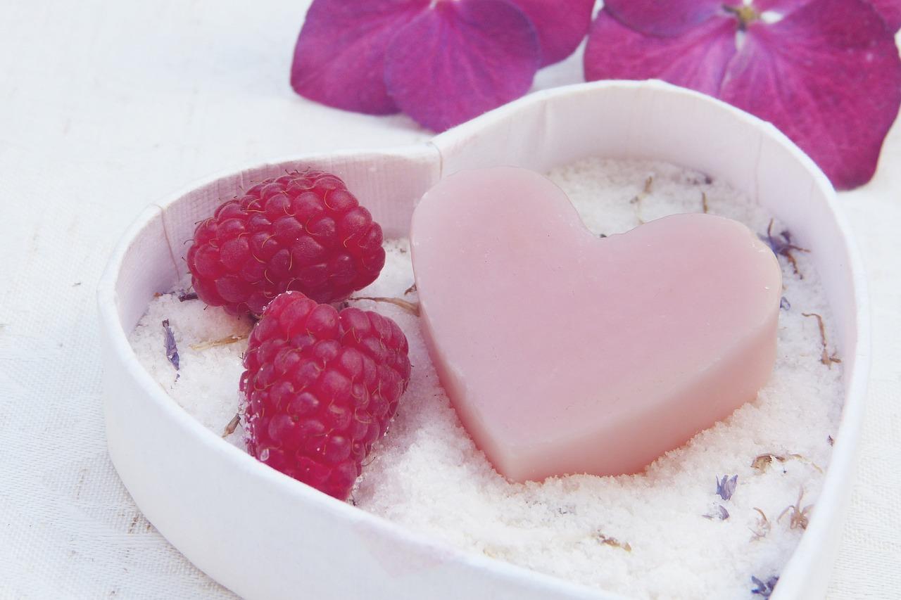 透明感のある美肌は正しい洗顔が基本。美容皮膚科の洗顔で生まれたての素肌へ。