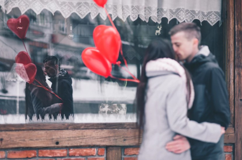 恋コスメで彼氏GET♡思わずキスしたくなるふっくらぷるぷる美唇になれるキス専用美容液 アイキャッチ画像
