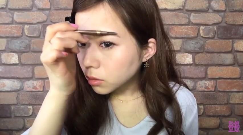 【初心者向け】眉毛の書き方!ポイントを抑えれば簡単に美眉は作れる♡ アイキャッチ画像