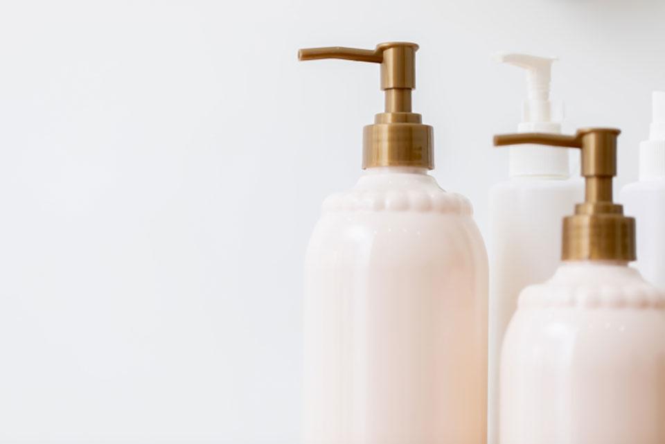 シャンプーの成分について徹底解析。洗浄成分や髪にいい成分・危険な成分をご紹介。 アイキャッチ画像