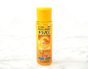 メラノCCの美白化粧水の口コミと成分を専門家が調査。ニキビ跡や毛穴への効果も期待できる!? アイキャッチ画像