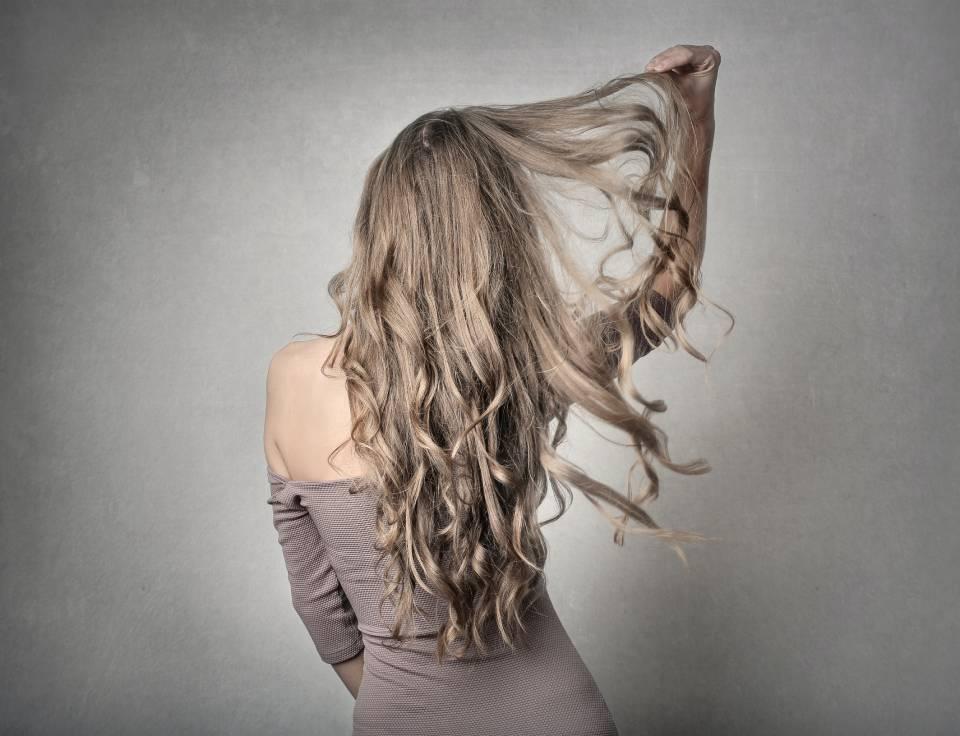 白髪染めでもアッシュにする方法や市販で買えるおすすめアイテムをご紹介。 アイキャッチ画像